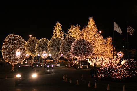christmas lights of nashville christmas in nashville village parade lights tn