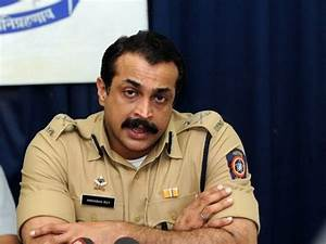 Celebrated Mumbai police officer Himanshu Roy cremated ...