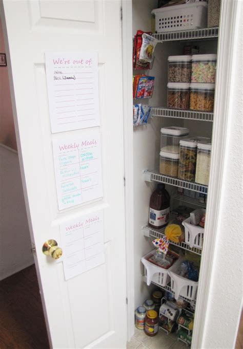 Smart Ways To Organize A Small Kitchen ? 10 Clever Tips