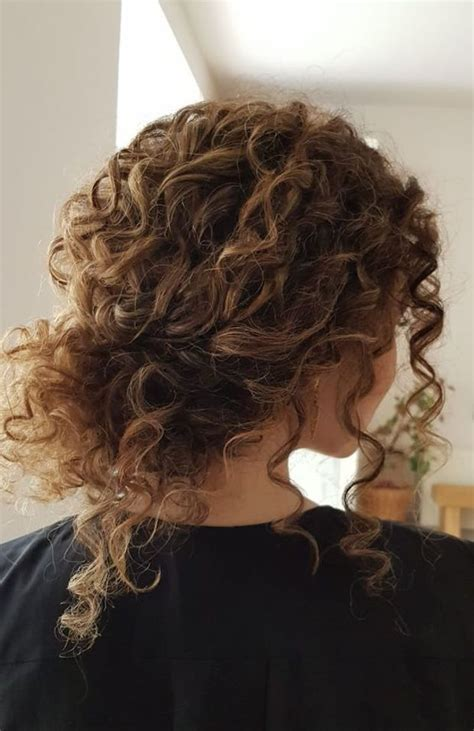 Hairstyles For With Curly Hair by 45 Charming S Wedding Hairstyles For Naturally Curly