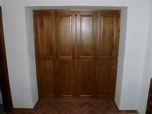 """Armadio in legno di Castagno completamente incassato all'interno di una """"nicchia"""" nel muro"""