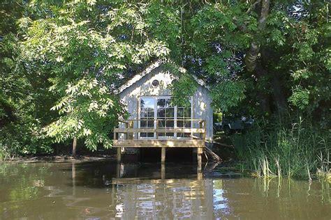 chambre reims la cabane sur l 39 eau dormir dans un ancien hangar à