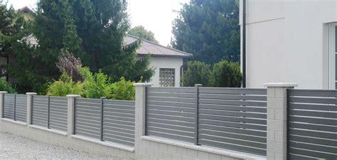 Moderne Häuser Mit Zaun by Brix Latten F 252 Llung Alu Zaun Tor 228 U 223 Erst Vielseitig