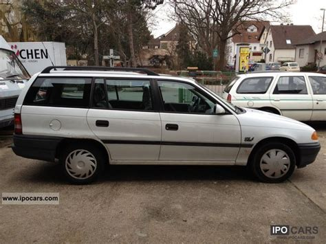 opel astra caravan club car photo  specs