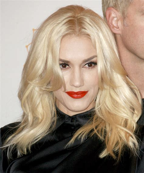 gwen stefani casual long straight hairstyle light blonde