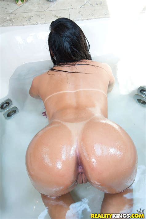 Sexy Brunette Has Nice Round Ass Photos Aline Rios