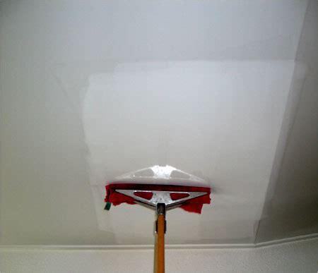 Le Produit Indispensable Pour Nettoyer Votre Plafond Tendu