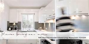 Weiße Hochglanz Küche Reinigen : weisse hochglanz fronten quarzitarbeitplatten graue kuechenrueckwand ~ Markanthonyermac.com Haus und Dekorationen