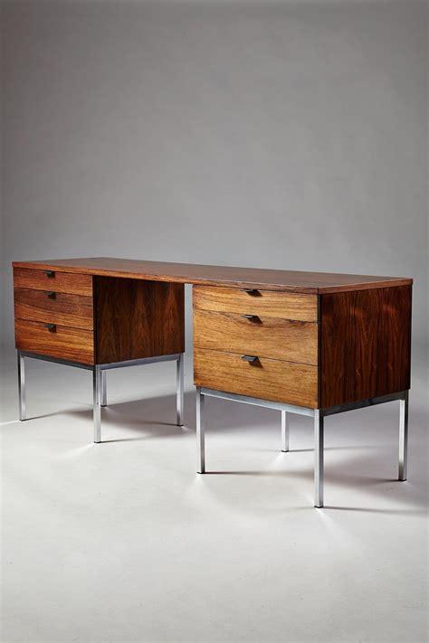 desk designed  florence knoll  knoll international