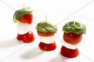 Tomate Mozzarella Spieße : tomate mozzarella spie e mit basilikum runterladen abstrakt ~ Lizthompson.info Haus und Dekorationen