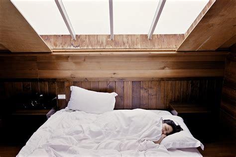 chambre a coucher femme photo gratuite sommeil lit femme image gratuite sur