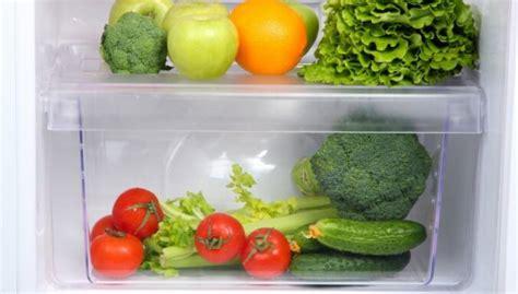 Kā izmazgāt ledusskapja augļu un dārzeņu kastes - DELFI