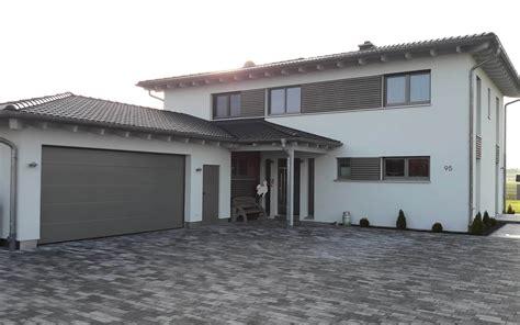 einfamilienhaus mit doppelgarage einfamilienhaus mit doppelgarage und nebenraum in ipsheim eg holzhaus de
