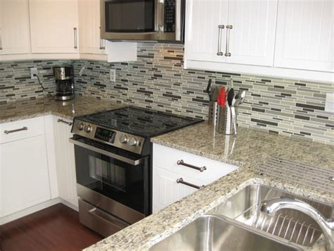 backsplash with white cabinets and light granite santa cecilia light granite white cabinets backsplash ideas