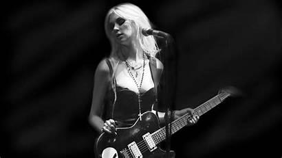 Momsen Taylor Reckless Pretty Singer Blonde Hard