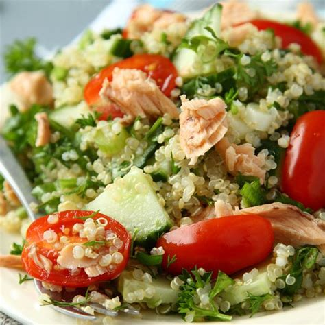 comment cuisiner du quinoa recette salade de quinoa au saumon facile rapide
