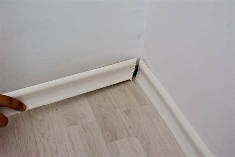 installing floor moulding laminate flooring installing laminate flooring trim molding
