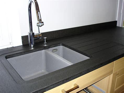 cuisine inox bois granits déco plan de travail en granit noir