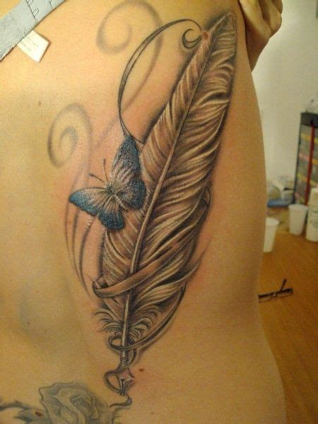 tattoovorlagen brust frau die besten 25 feder ideen auf federtattoos federstift und feder