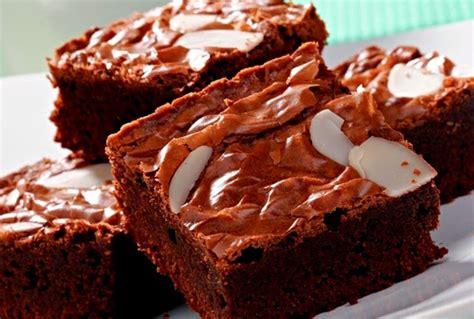 Resep kue brownies panggang yang lembut bisa kamu simak pada ulasan berikut ini! Resep Cara Membuat Brownies Panggang Keju Lembut Enak Coklat Sederhana - DAPUR RESEP NUSANTARA