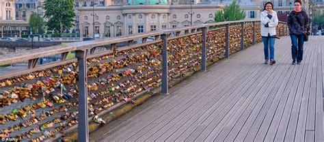 Paris removes lovers' padlocks from its bridges