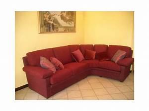 Stoff Für Couch : sofa in rotem stoff f r wohnzwecke idfdesign ~ Markanthonyermac.com Haus und Dekorationen