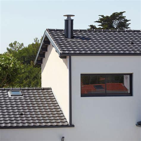 cuisine noir et inox sortie de toit optimale design pour habitat moderne et