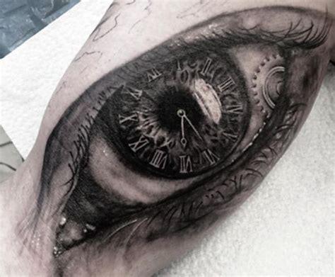 uhr tattoos  ideen bedeutungen bilder und entwuerfe