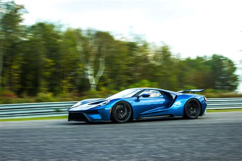 Fuel Efficient Supercars by The Ford Gt Is Such A Badass It Uses More Gas Than A Dodge