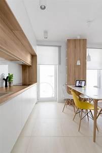 La cuisine blanche et bois en 102 photos inspirantes for Deco cuisine avec chaise blanche bois
