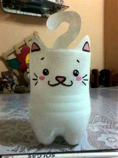 gatito portalapices hecho con botella idea canal de floritere reciclado 2