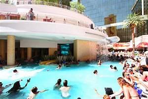 Take A Tour Of The Shark Tank At Golden Nugget Las Vegas