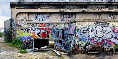 larry yusts photographs capture  graffiti art
