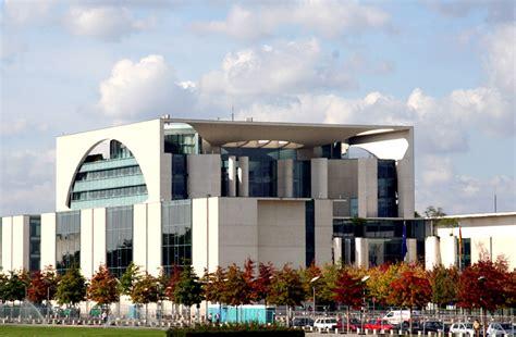 Bundeskanzleramt Berlin by Bundeskanzleramt Berlin Foto Bild Deutschland Europe