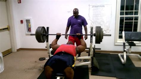 Big'e Close Bench Press 400 Youtube