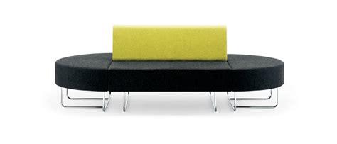 canapé mal de dos espaces informels boundary canapés dos à dos mobilier