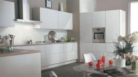 cuisine blanche mur davaus cuisine blanche mur taupe avec des idées