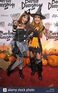 Gruselige Halloween Kostüme : prominente sind teilnehmer der halloween party in gruselige kost me in berlin dungeon mit jean ~ Frokenaadalensverden.com Haus und Dekorationen