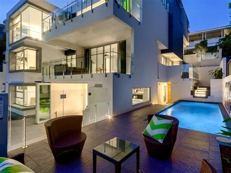 10,000 Square Foot Newly Built Modern Mansion In