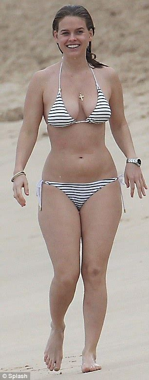 Alice Eve parades her curves in nautical striped string ...