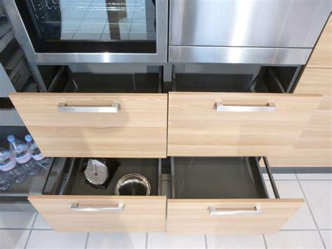 modele cuisine schmidt cuisine schmidt de presentation modele arcos colori caneo brillant en bas et bois chene clair en ha
