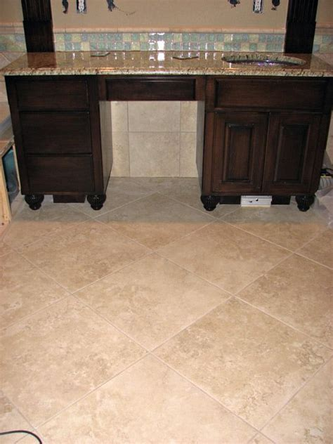 porcelain kitchen floors seek pics of large travertine tiles w stained painted cabs 1588
