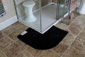 Tapis de bain pour douche arrondie carrelage design tapis for Tapis shaggy avec canape d angle black friday