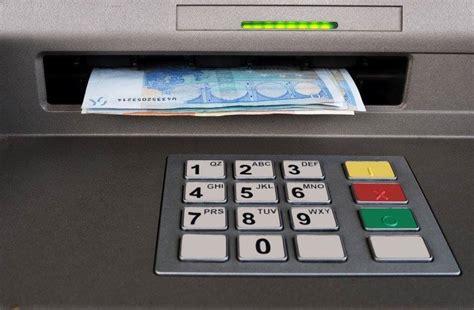Lielāko banku līderes joprojām Swedbank, ABLV Bank un ...