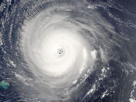Cyclone Yasi Hits North Queensland Australia At 320