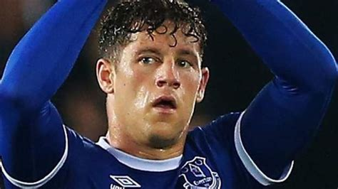 Ross Barkley: Everton midfielder could stay at club, says ...