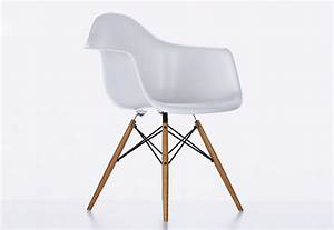 Eames plastic armchair di vitra sedie poltroncine for Sedie eames vitra