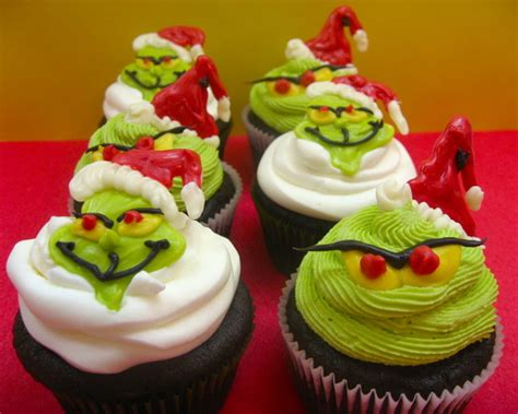 simple  creative christmas themed cupcake designs