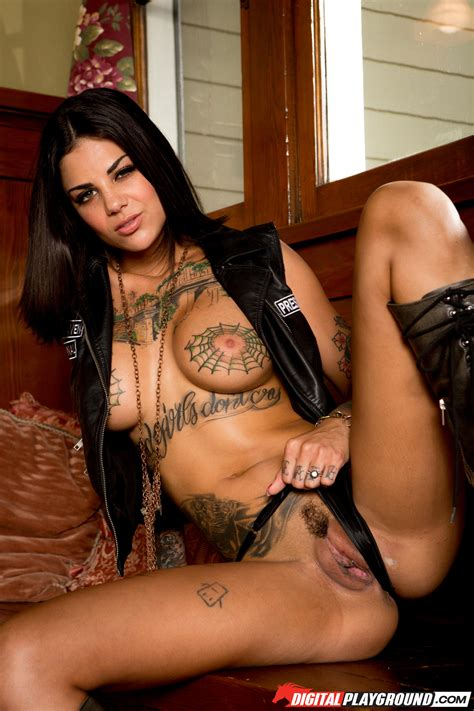 Tattooed Chick Is Posing Almost Naked Photos Bonnie