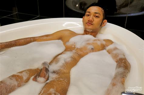 Sexy Cute Indonesian Guy Vino Rainz Drops His Speedos And
